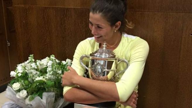 Imagen publicada por la tenista Garbiñe Muguruza en Twitter tras ganar su primer Roland Garros.