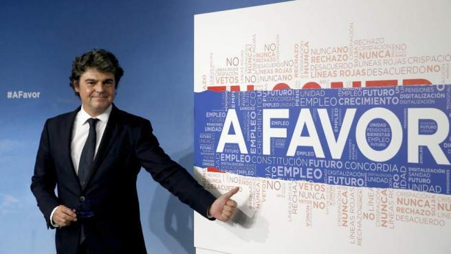 El director de campaña del Partido Popular, Jorge Moragas, durante la rueda de prensa para presentar el plan de la formación para la carrera electoral del 26-J.
