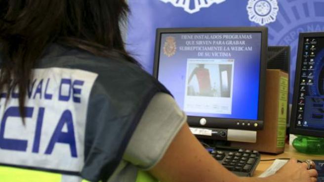 La Policía advierte en las redes sociales sobre los ciberdelitos.