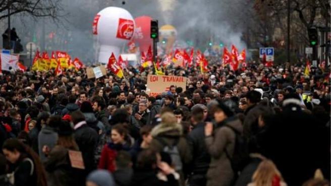 Protestas en Burdeos contra la reforma laboral aprobada por el Gobierno francés de François Hollande.