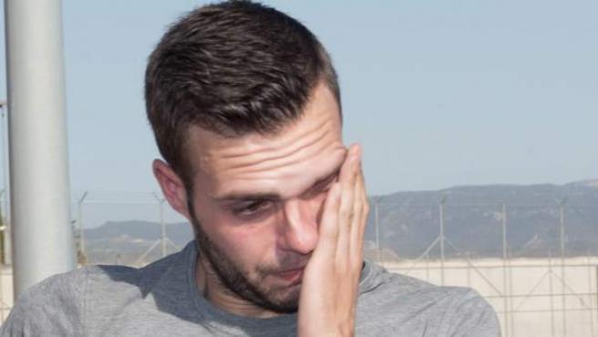 Alejandro Fernández, el joven de 24 años condenado por pagar 79 euros con una tarjeta falsa, momentos antes de entrar en la cárcel de Albolote.