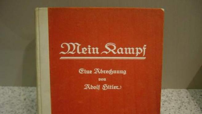 Portada del libro 'Mein Kampf' de Adolf Hitler.