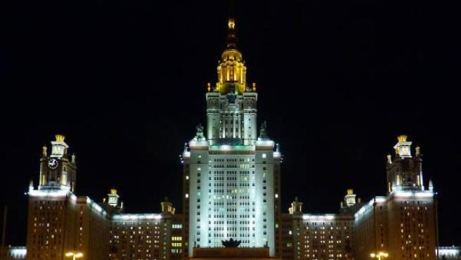 Fachada de la Universidad Estatal de Moscú, en Rusia.