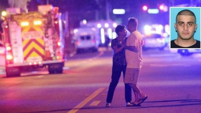 Combo de imágenes del autor del tiroteo de Orlando, Omar Mateen, y una pareja conmocionada en el lugar de los hechos.