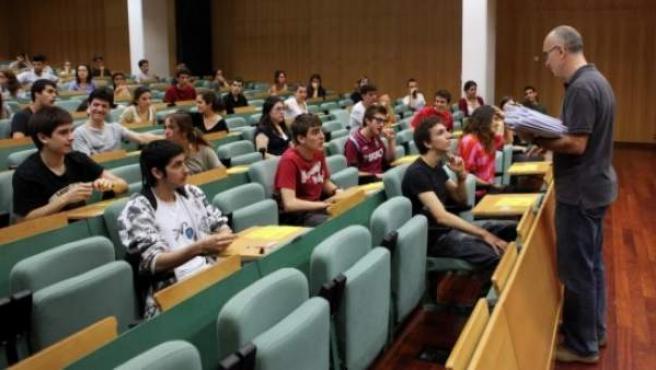 Alumnos haciendo el examen de selectividad en Barcelona.