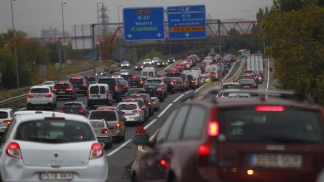 Atasco en la entrada a Madrid por la carretera M-607 debido a los accidentes en el arco norte de la M-30.