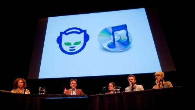 Logotipo de Napster mostrado en una conferencia.