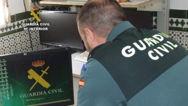 Un Guardia Civil tras un robo en una finca.