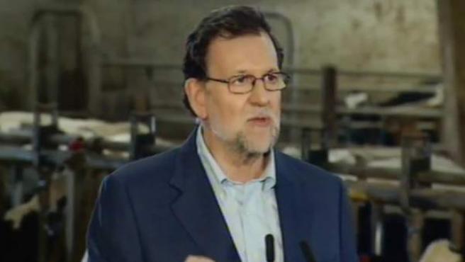 Mariano Rajoy, en su acto en una granja de Asturias.