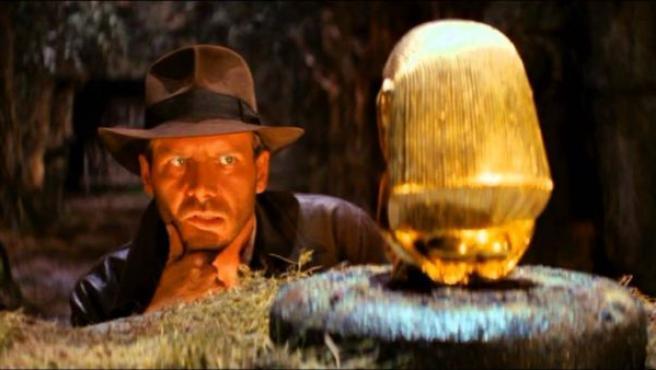 El protagonista, encarnado por un formidable Harrison Ford, es uno de los grandes aciertos: valiente pero con fobias y con doble identidad.