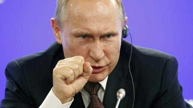 El presidente ruso, Vladímir Putin, durante una rueda de prensa en el marco del Foro Económico Internacional de San Petersburgo (SPIEF), en Rusia.