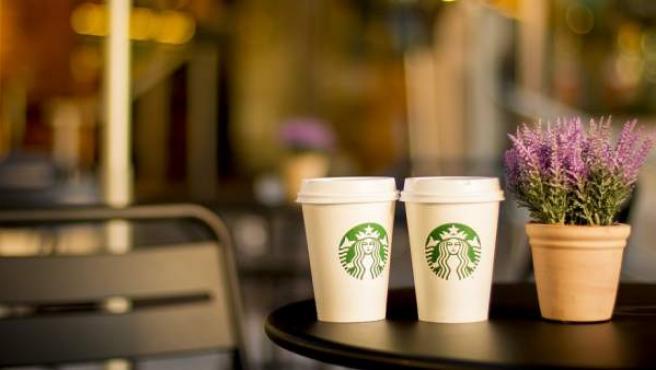 Imagen de una terraza de la cadena Starbucks.