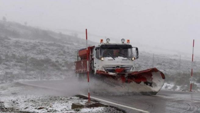 La actuación de las quitanieves es fundamental para la seguridad de las carreteras.