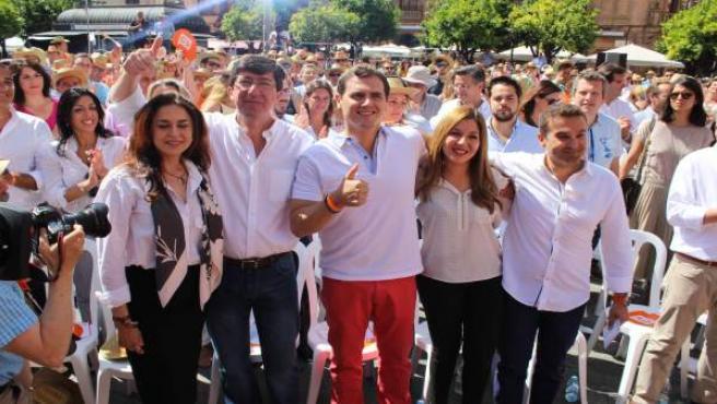 Albert Rivera con Juan Marín y militantes de Ciudadanos