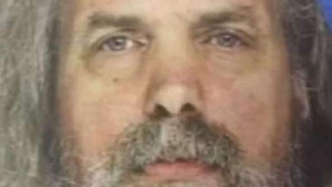 Lee Kaplan, acusado de abusos a menores tras hallar a 12 niñas viviendo con él.