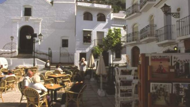 Municipio interior málaga rural turismo turistas terraza blanco pueblo