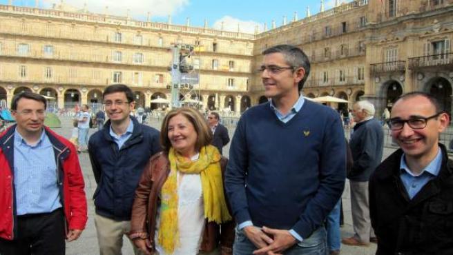 Madina junto a candidatos socialistas en la Plaza Mayor de Salamanca