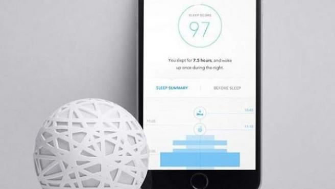 Imagen del dispositivo de Sense, la aplicación que analiza cómo duermes y te ayuda a hacerlo mejor.
