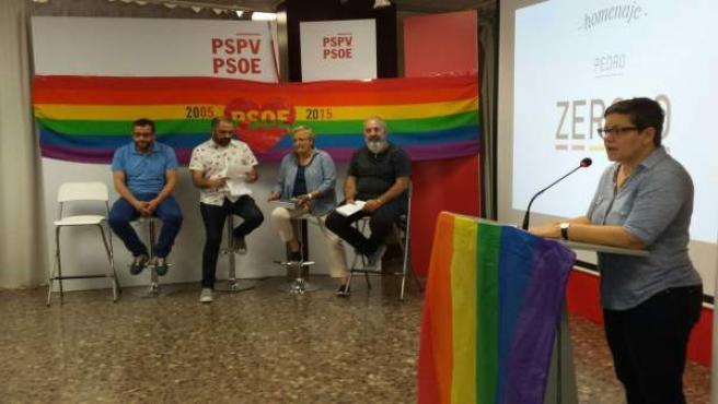 Los socialistas durante la presentación de su programa en materia LGTB