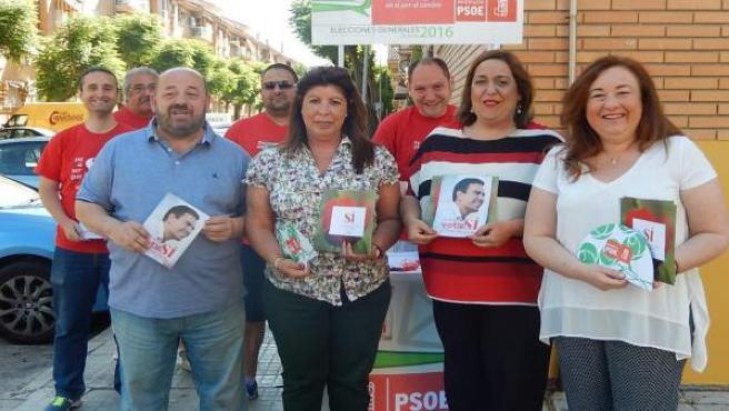 La socialista Salud Navajas en un paseo en el Parque Azahara, Córdoba