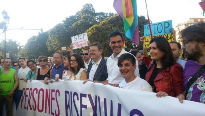 Sánchez, Puig, Oltra y Montón durante la manifestación del Orgullo en Valencia