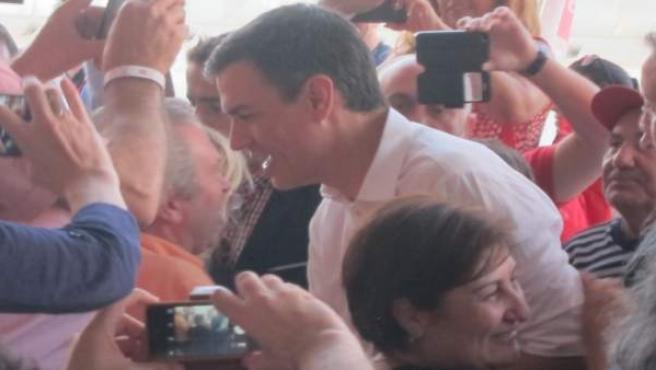 Pedro Sánchez llega a la Fiesta de la Rosa en Valencia