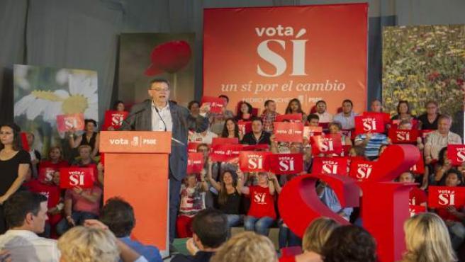 Ximo Puig en la Fiesta de la Rosa en Valencia