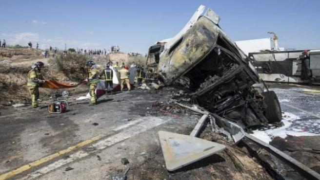 Tres personas han fallecido y otras tres han resultado heridas de diversa consideración en un accidente de tráfico ocurrido en la A7, a la altura de la salida de la localidad murciana de Monteagudo.