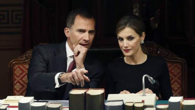 Los reyes de España, Felipe VI y doña Leticia, durante la reunión plenaria de la Real Academia Española (RAE) a principios de junio.