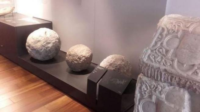 El bolaño para bombarda es del siglo XIV y se encuentra expuesto en el Museo Arqueológico de Asturias.