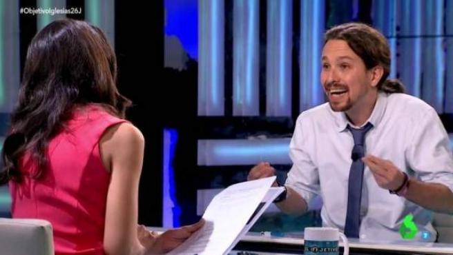 El candidato de Podemos, Pablo Iglesias, gesticula tras una pregunta de Ana Pastor en 'El Objetivo'.
