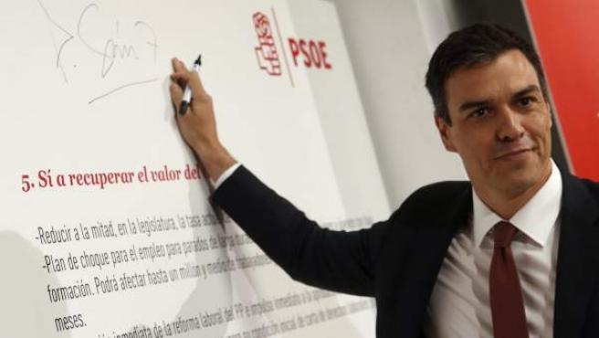 Pedro Sánchez, secretario general del PSOE, durante la presentación de sus compromisos de cara a las elecciones del 26-J.