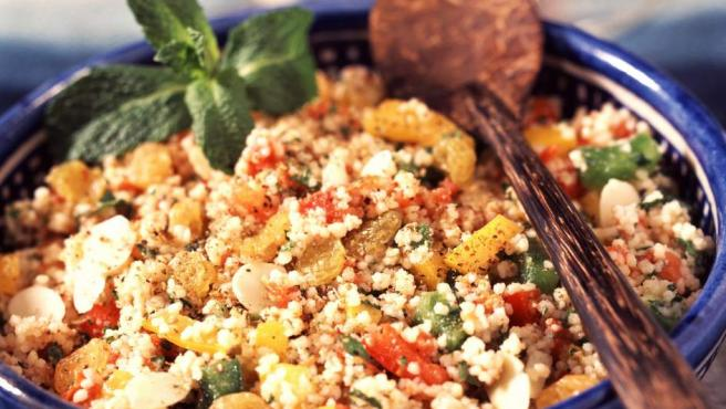 El cuscús tunecino consiste en una combinación de verduras, carne, merguez (chorizo fresco picante) y sémola.