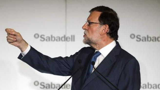 El presidente del Gobierno en funciones y líder del PP, Mariano Rajoy, durante su intervención desayuno informativo organizado por El Periódico de Catalunya.