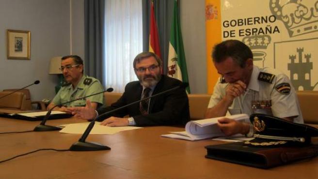 Lillo (c), entre Ortega y Herranz, presenta el dispositivo del 26J.