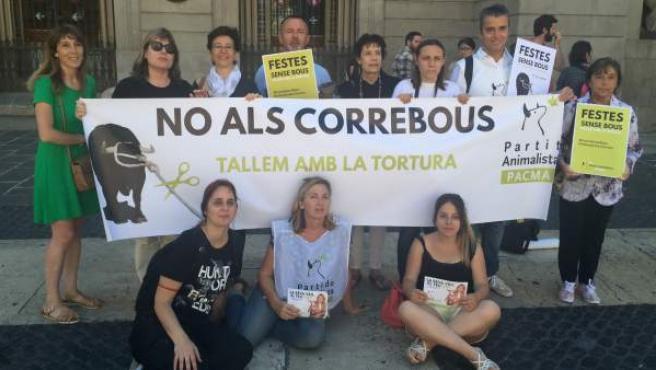PACMA presenta la nueva campaña 'Fiestas sin toros-Cortemos con la tortura'.