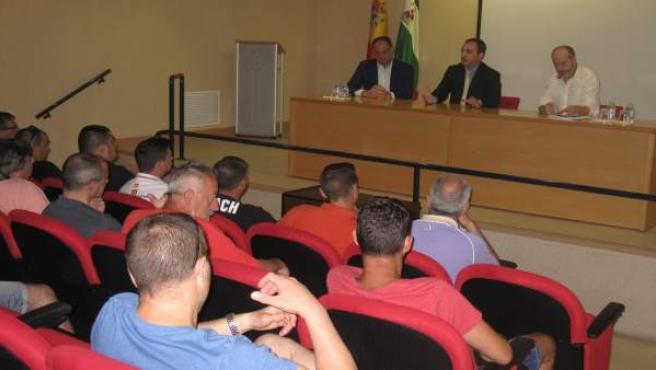De la Torre (c) en la sesión informativa sobre la TPC.