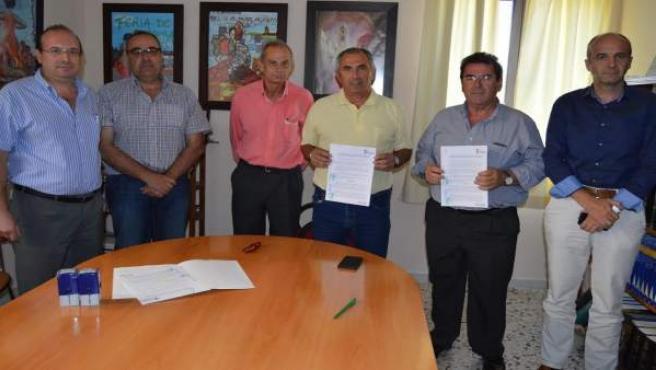 Firma del contrato definitivo con la empresa Construcciones Maygar.