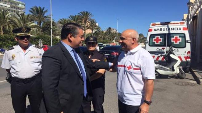 El delegado de Gobierno en Andalucía, Antonio Sanz, visita el puerto de Almería