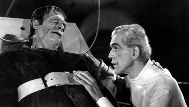 El monstruo de Frankenstein interpretado por Boris Karloff, quien se convirtió en imagen icónica del personaje.