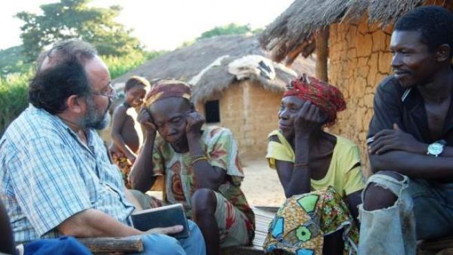 Juan José Aguirre con la gente de Bangassou