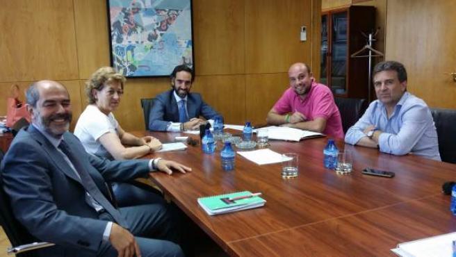 Luque (izda.) en la reunión en el Ministerio de Fomento