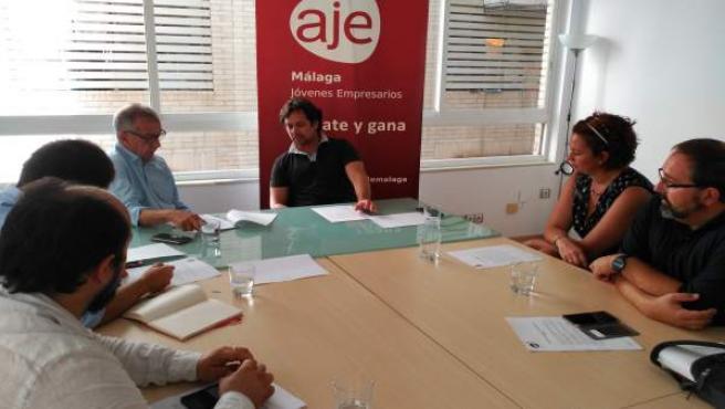 Reunión AJE con Hernández Pezzi