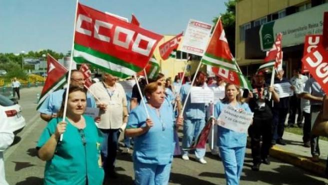 Sindicatos y plantilla durante la protesta