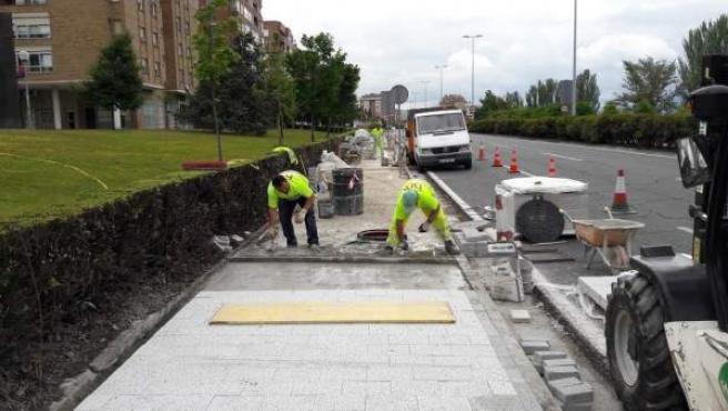 Pavimento que se está instalando en Pamplona.