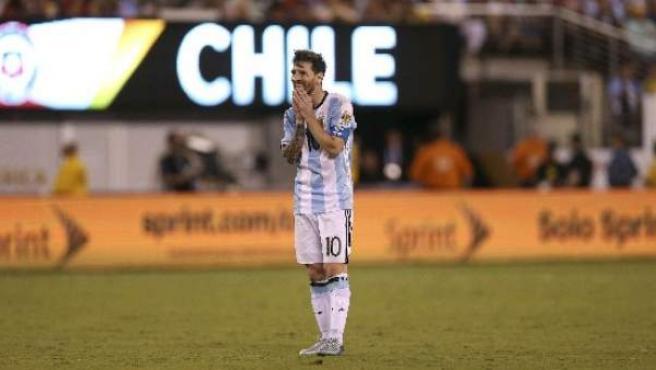 26 de junio de 2016: Leonel Messi erró un penal y no pudo evitar que Chile, su gran rival, se proclamara campeón de América por segunda vez consecutiva.