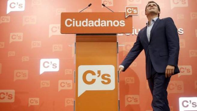 El líder de Ciudadanos, Albert Rivera, comparece en rueda de prensa en la sede del partido en Madrid para analizar los resultados de las elecciones generales del 26-J.