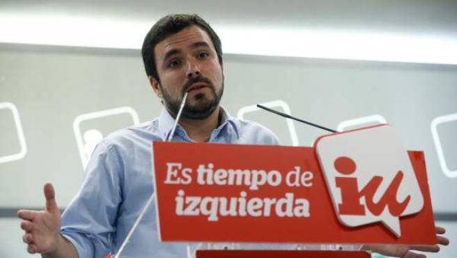 Alberto Garzón en la sede de IU.