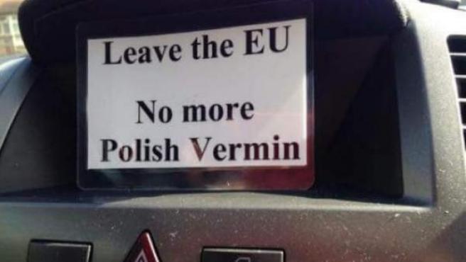"""""""Abandonemos la UE. No más alimañas polacas"""". Este es uno de los carteles que se han dejado en lugares como escuelas y buzones de la comunidad polaca en Londres. La embajada y la asociación cultural polacas se han declarado horrorizadas."""