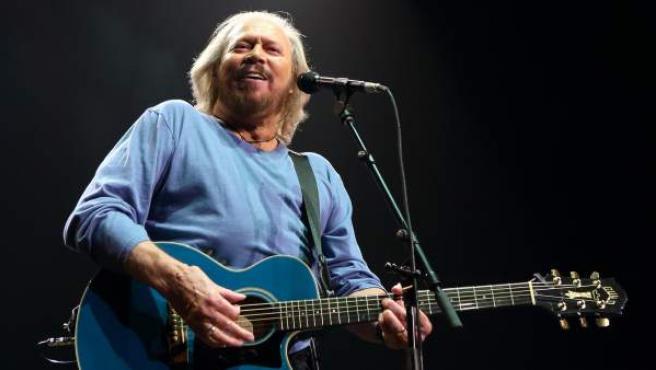 El cantante Barry Gibb, antiguo miembro de los Bee Gees, durante un concierto en 2014.